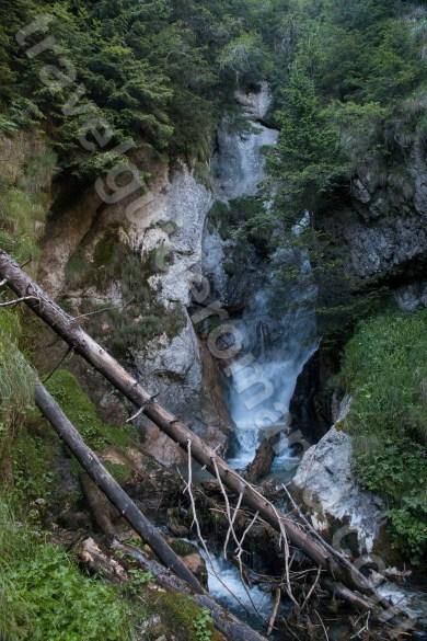 atractii-turistice-din-muntii-bucegi-valea-horoabelor