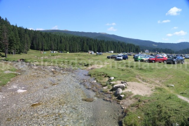 camping-padina-in-muntii-bucegi