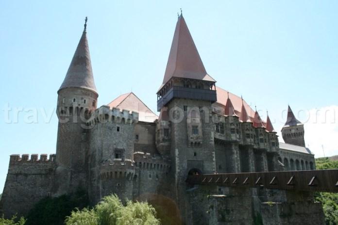 Destinatii turistice din Romania - Castelul Corvinilor