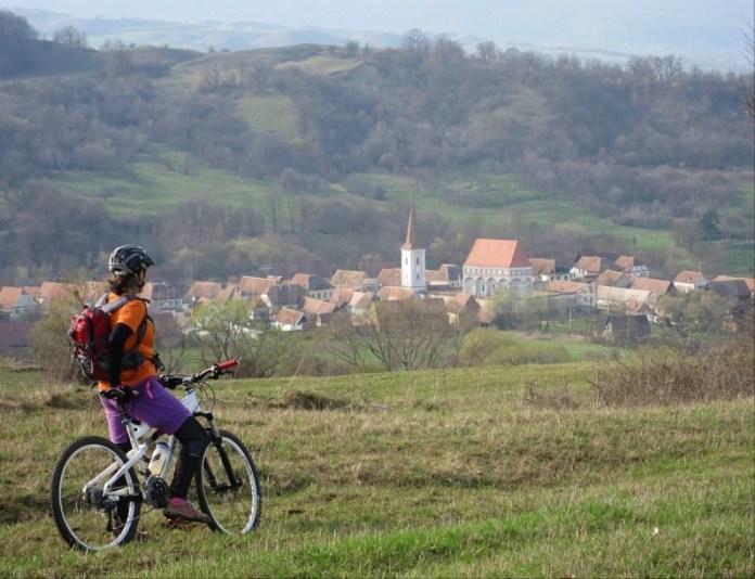 sat sasesc cloasterf traseu bicicleta transilvania