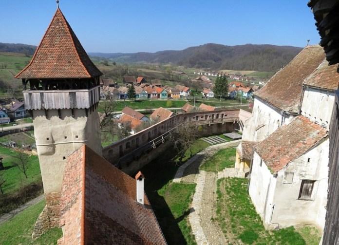 turn si sat biserica fortificata alma vii transilvania