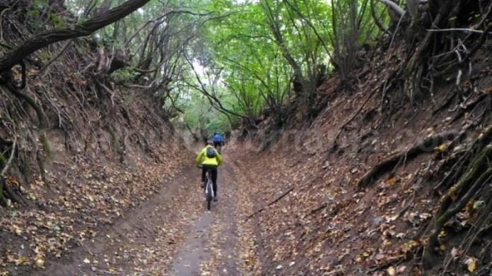 Parcul National Cheile Nerei-Beusnita banda rosie mountain-biking