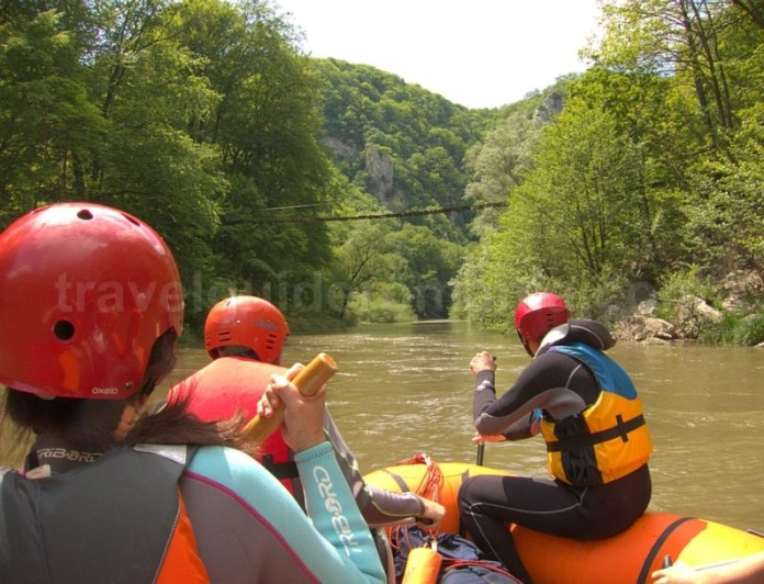 Parcul National Cheile Nerei-Beusnita rafting pod vogiun