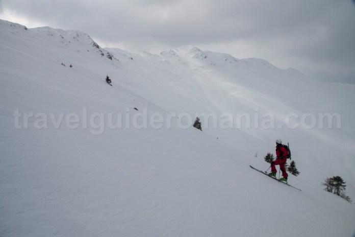 Schi de tura pe creasta Oslea - Muntii Valcan
