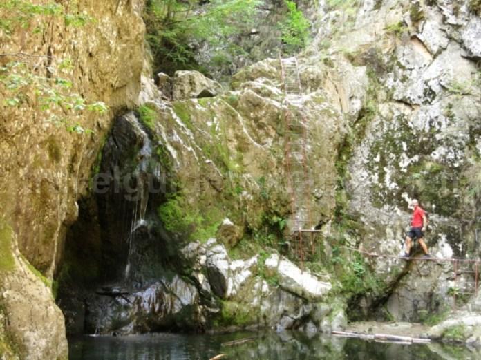 canionul valea lui stan fagaras cascada