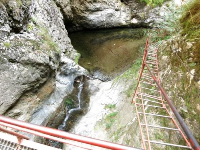 pod suspendat canionul valea lui stan fagaras
