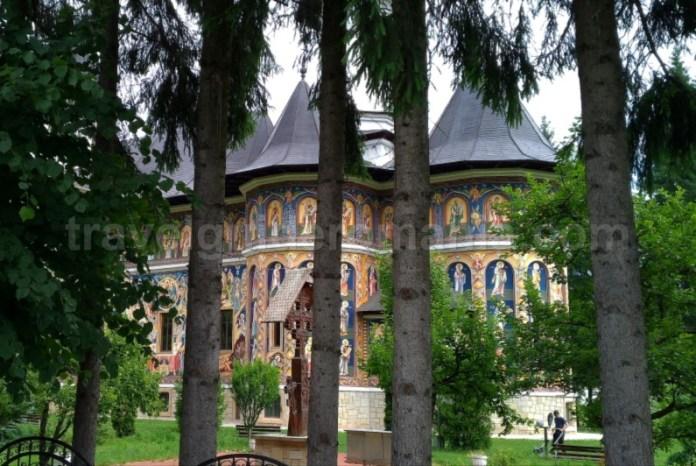 biserica carbuna parc vanatori neamt
