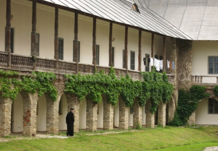 manastirea neamtului parc vanatori neamt chilii