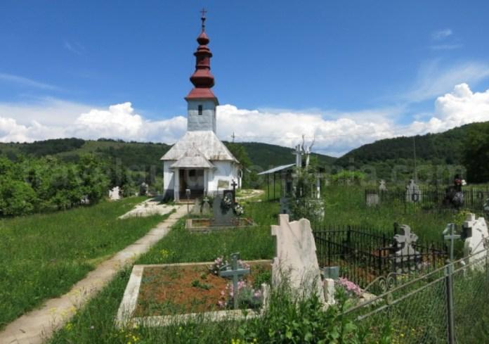 Platoul Vascau Apuseni biserica colesti