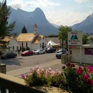 Top Cheap, Pet Friendly and Luxury Canmore Hotels