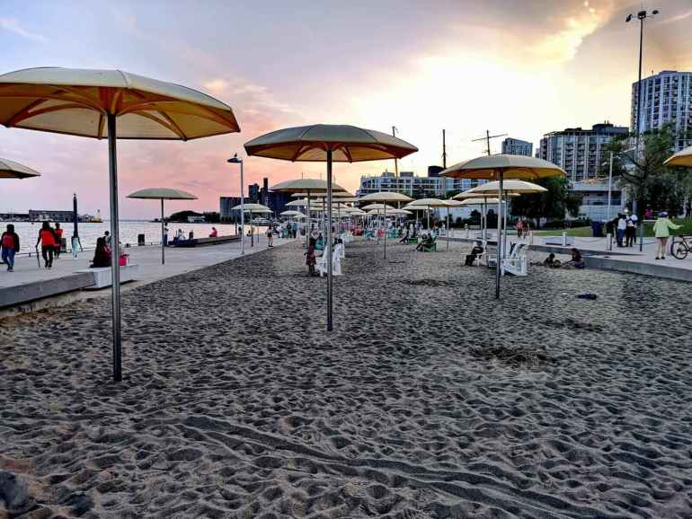 Toronto Things to do: Urban Beach in HTO Park