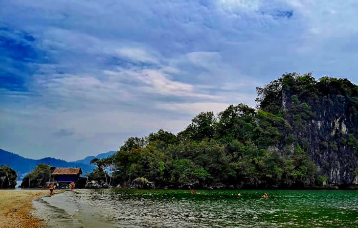 Things to do in Krabi Thailand: Relax on Nopparat Thara beach