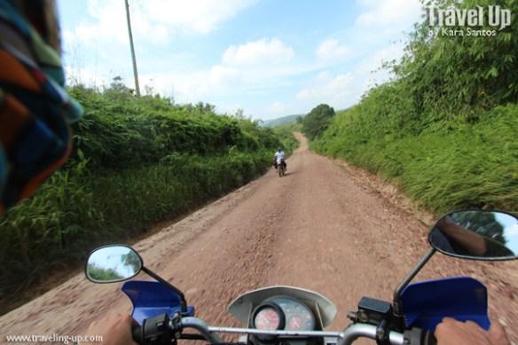 motorcycle calauit dirt road