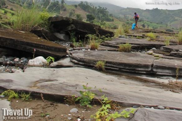 quirino province siitan river cruise rocks