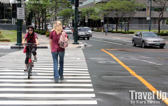 nyfti folding bike crossing street