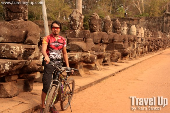biking cambodia angkor archaeological park angkor thom gate (2)