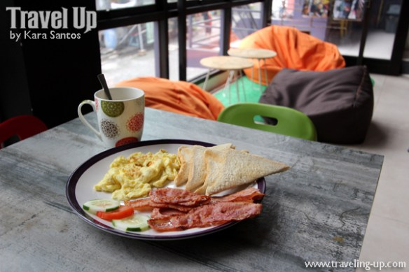 junction hostels makati 14 breakfast bacon