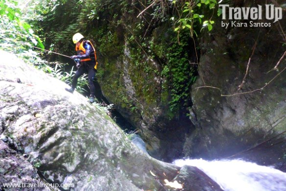 canyoning-in-biliran-rappelling-down-travelup