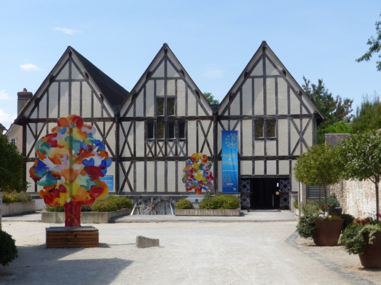 façade cour musée du vitrail de chartres