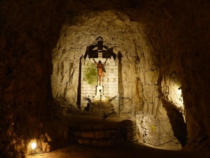 cité souterraine de naours christ crucifié