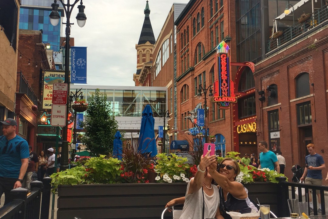 An unofficial guide to Detroit Michigan. America's up and coming city. What to do in Detroit, where to eat in Detroit, where to stay in Detroit, and more! Includes Google Map of Detroit destinations. #detroit #detroitmichigan #traveldetroit #visitdetroit #greektowncasino #greektowndetroit #greektown