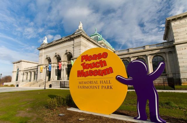 things to do in Philadelphia with kids please touch museum sign