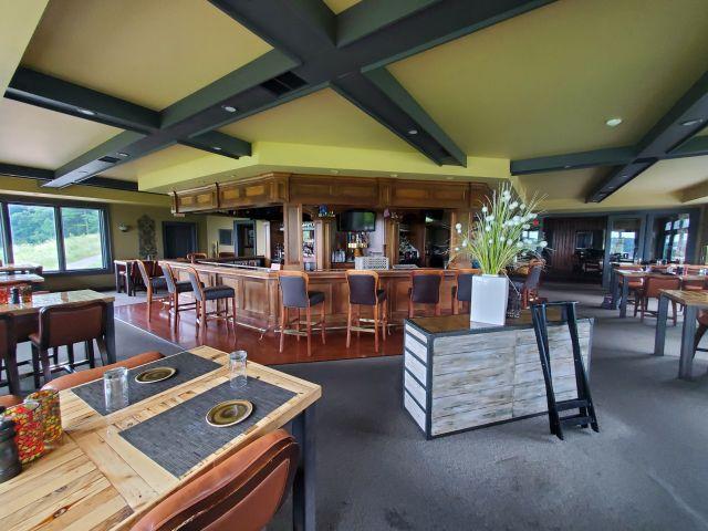 Lake Geneva Hunt Club dining room