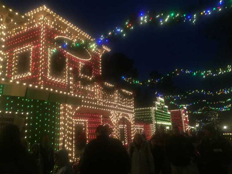 christmas lights shows and parades in branson mo traveling mom