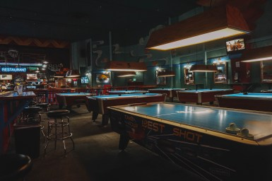 Hot Shots Billiards