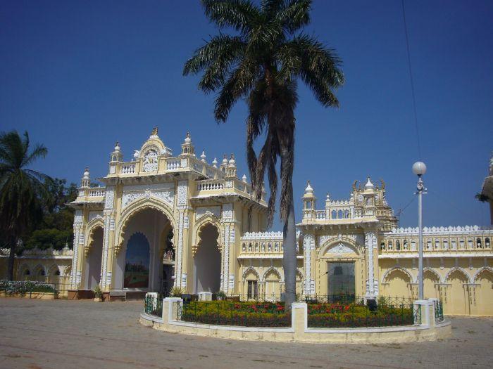mysorepalace-gate