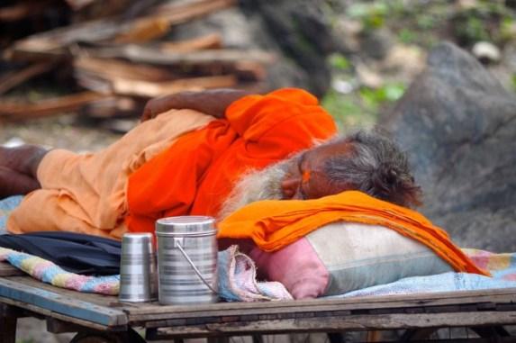 Rishikesh-Sadhu-Sleeping