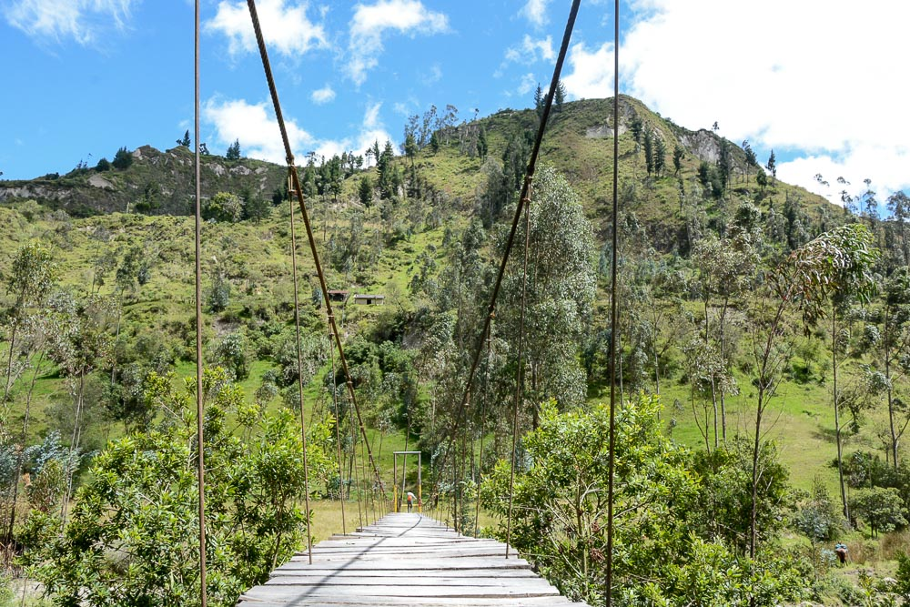 Traveling the World Ecuador Wandern Quilotoa Loop Anden Bridge Toachi Canyon