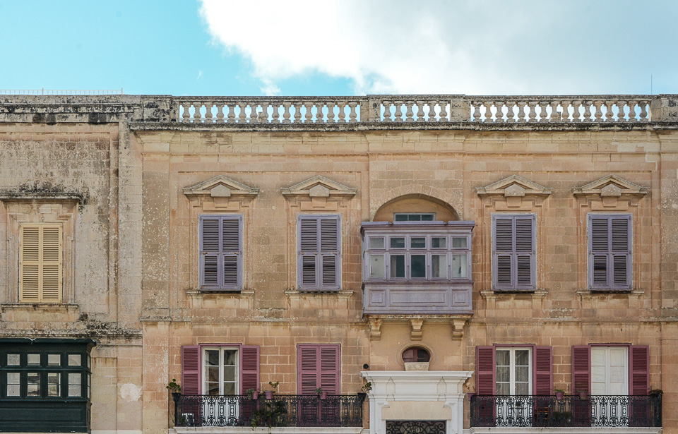 Traveling the World Malta Mdina Houses Balcony