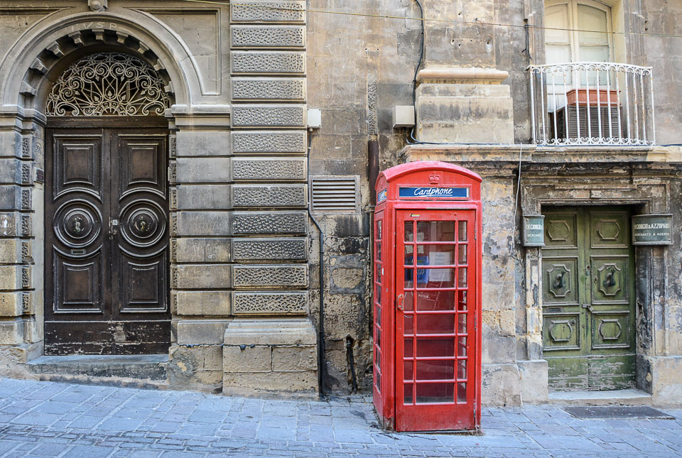 Traveling the World Malta Valletta Telefonzelle