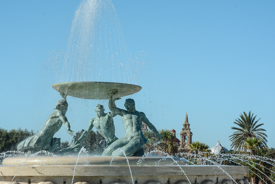 Traveling the World Malta Valletta Brunnen City Gate