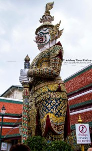 Sahassa Decha, one of the Yaksa Tavarnbal (demon guardians) guarding the palace. He is the King of Pangtarn City, has 1,000 faces and 2,000 hands. The top of his baton can give life and bottom end can kill.