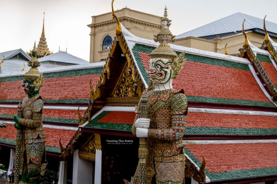 Sahassa Decha (white) and Thosakan (alsko known as Ravana, green), two of the Yaksa Tavarnbal (demon guardians) guarding the palace. Sahassa Decha is the King of Pangtarn City, has 1,000 faces and 2,000 hands. The top of his baton can give life and bottom end can kill. Thosakan was known as Nonthuk in a previous life and was killed by Vishnu's avatar, Rama. He has 10 faces and 20 hands. He is a demon who embodies every sin and emotion, thus making him the closest of all he demon warriors to humanity.