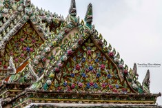 Gable of the Phra Sawet Kudakhan Wihan Yot. This building is made of cement embellished with bits of Chinese porcelain. According to the traditions of Thai hramostroitelstva, this building was designed for storing various images of Buddha, the most important of which is the Phra Nak Buddha that was rescued from Ayutthaya during the reign of Rama I. This Buddha is made of gold, silver and copper. Unfortunately, this building is closed to the public, so only the royal family has access to the Buddhas stored therein.