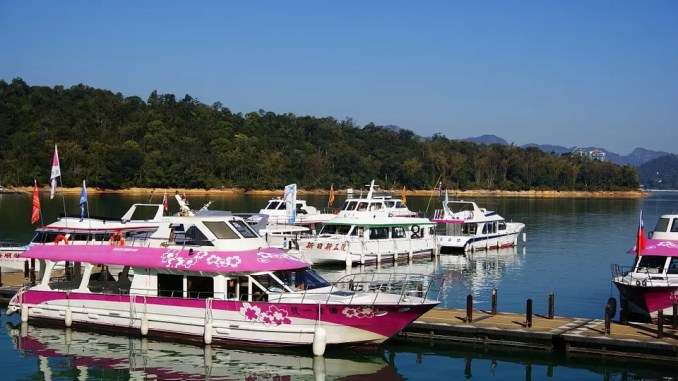 Sun Moon Lake Pink Ferry Boats 678x381 - Sun Moon Lake – Taiwan Best Scenic Lake