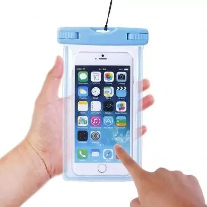 Waterproof Phone Pouch e1553621522970 - 11 Best Travel Gifts for Your Traveler Friends