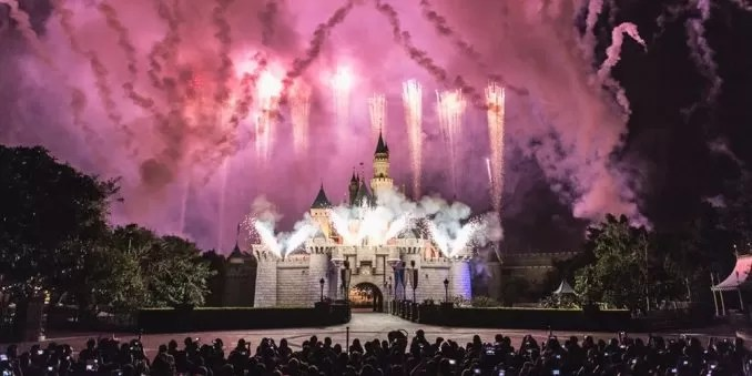 Hong Kong Disneyland Firework e1559959068452 - Hong Kong Disneyland : Where Dreams Come True