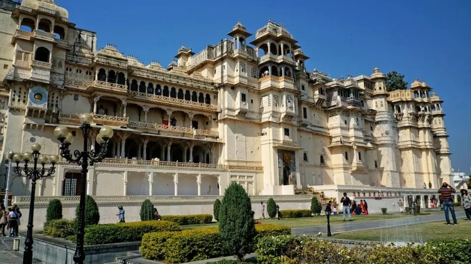 Udaipur City Palace 678x381 - Top 5 Weekend Destinations to Visit Near Jaipur