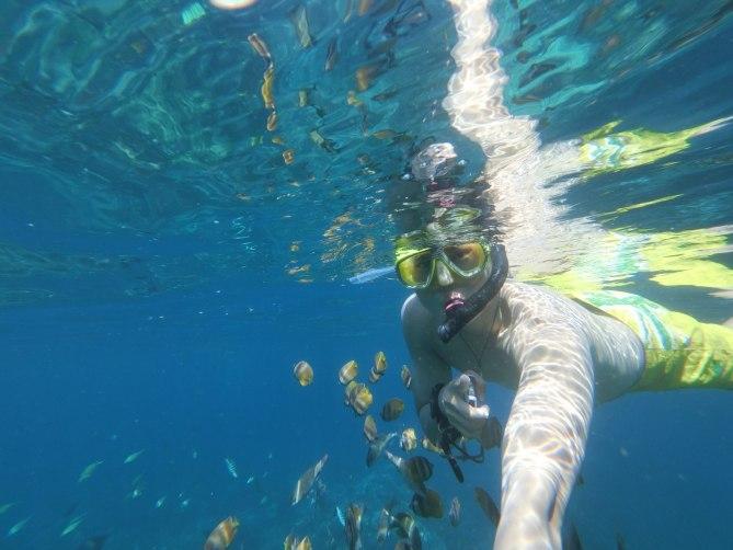 Somehow, I can attract fishes! haha #selfieiamdabest #fishyfishyfishy #ex-fr100