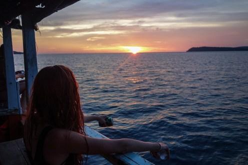 Chytanie rýb pri západe slnka