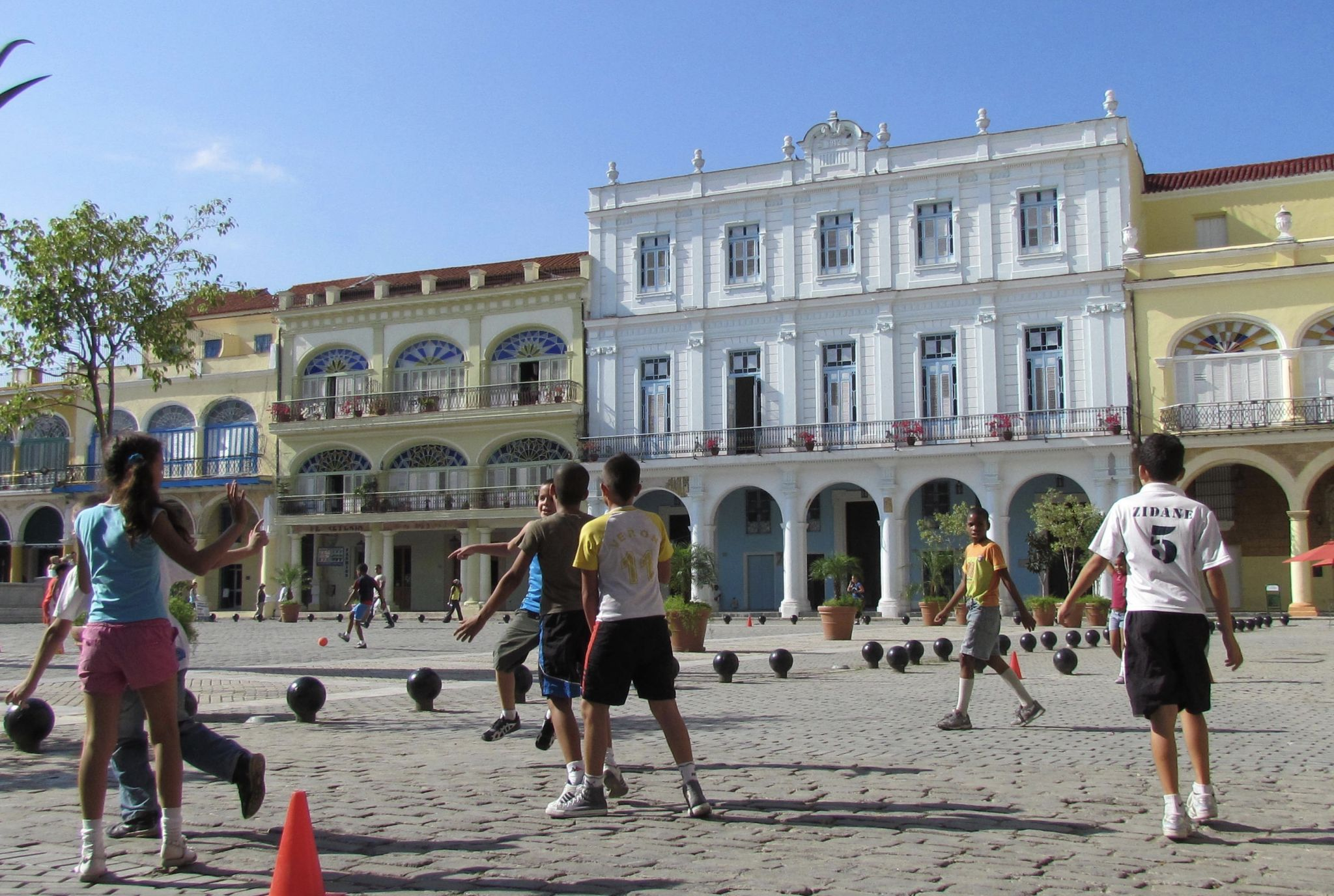 Picture of kids playing in Plaza vieja, Havana