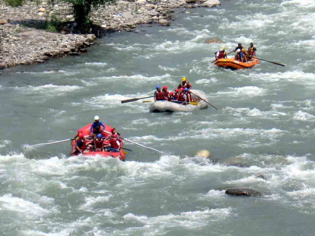 River water rafting at Rishikesh(photocredits-holidaytravel)