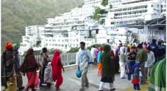 वैष्णो देवी (Maa Vaishno Devi) की यात्रा भारत में एक तीर्थ की तरह है. देवी देवताओं के दर्शनीय स्थलों का नाम लेते ही, वैष्णों देवी का जिक्र जहन में
