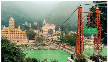 Police arrested foreigner lady for making nude videos on Laxman Jhula