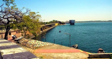 know famous tourist places in Jhumri Telaiya
