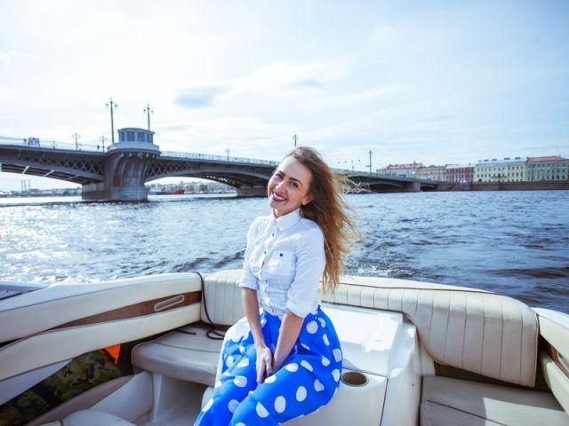 Экскурсия: По рекам и каналам на персональном катере!